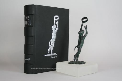 Jörg Immendorff Bibel & Bronze-Skulptur Affe mit Ring, limitierte Luxus-Ausgabe